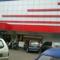 Photo taken at Hari Hari Pasar Swalayan by Pinno S. on 12/16/2011