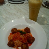 Photo taken at Vivo American Pizza & Panini by Suhail Najmi S. on 3/9/2012