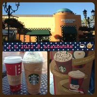 Photo taken at Starbucks by 💕i /@yumyum.in.the.tumtum on 11/18/2012