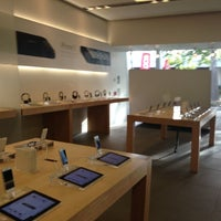Photo taken at Apple Store, Old Orchard by Alberto on 10/12/2012