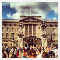 Photo taken at Buckingham Palace by Luciana P. on 8/30/2013
