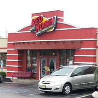 Photo taken at Red Robin Gourmet Burgers by Prometheis  XIII P. on 10/7/2012