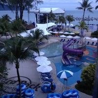 Photo taken at Batu Ferringhi Beach by 💞💫♑🚺🆖💫💞 L. on 11/8/2012