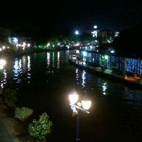 Photo taken at Riverone Guest House Jonker Street by Wichuda K. on 4/11/2013