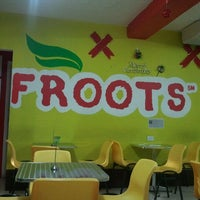 Photo taken at Froots by Gerson Osuel M. on 12/4/2011