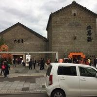 Photo taken at 六花亭 小樽運河店 by Ethan W. on 10/17/2016