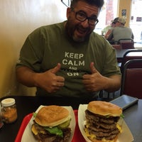 Photo taken at Nick's Old Fashioned Hamburger House by Nocatcho on 8/20/2015