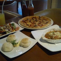 Photo taken at Izzi Pizza by Ikhsan A. on 8/25/2013