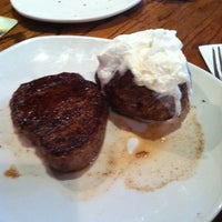 Photo taken at Outback Steakhouse by Lisa on 5/14/2014