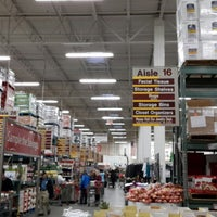 Photo taken at BJ's Wholesale Club by Oscar B. on 12/5/2013