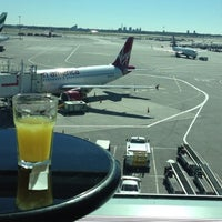 Photo taken at Wingtips Lounge by Yosuke K. on 10/11/2012