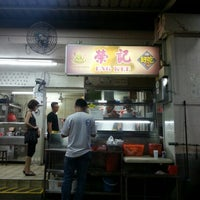 Photo taken at 荣记 Eng Kee Chicken Wing by Alwyn on 10/25/2012