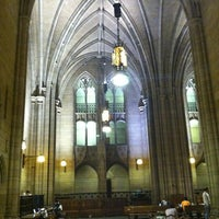 Photo taken at Cathedral of Learning by Bianca B. on 5/26/2013