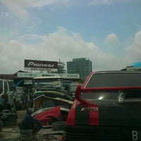 Photo taken at Pasar Mobil Kemayoran by Qurotul Aini U. on 2/23/2013