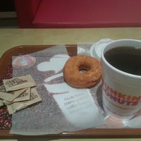 Photo taken at Dunkin' Donuts by Mansour on 4/15/2013