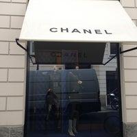 Chanel boutique boutique in duomo for Chanel milano boutique