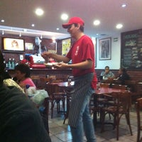 Photo taken at Happy's Pizza by Jesús Eduardo on 6/13/2013