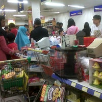 Photo taken at Hari Hari Pasar Swalayan by Hardi S. on 1/18/2013