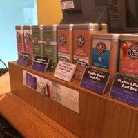 Photo taken at The Coffee Bean & Tea Leaf by awizul on 7/15/2016