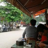 Photo taken at Café Cây Bàng Đổ by Dat N. on 5/1/2014