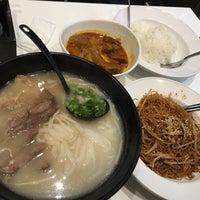Photo taken at Aberdeen Fishball & Noodle Restaurant 香港仔魚蛋粉 by Tine T. on 4/14/2016