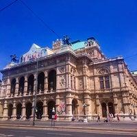 Das Foto wurde bei Würstelstand Zur Oper von Eugene K. am 6/26/2015 aufgenommen