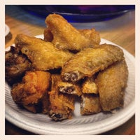 Photo taken at 荣记 Eng Kee Chicken Wing by Toby on 9/15/2012