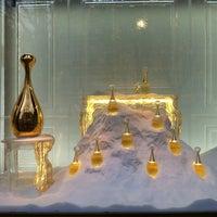 Das Foto wurde bei Christian Dior von Bart B. am 1/4/2013 aufgenommen