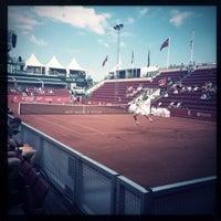 Foto tirada no(a) Båstad Tennis Stadium por Viktoria E. em 7/8/2014