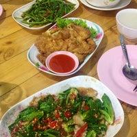 Photo taken at ข้าวต้ม ปังปอนด์ by 💞🍭🍫🍒Ying😎💑💕 on 11/19/2014