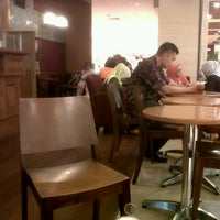 Photo taken at The Coffee Bean & Tea Leaf by Vera P. on 5/3/2013