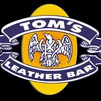 Foto tomada en TOM'S Leather Bar por TOM'S Leather Bar el 10/28/2013