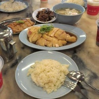 Photo taken at Famosa Chicken Rice Ball by Amy B. on 10/6/2012