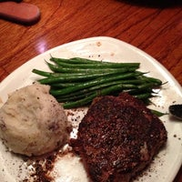 Photo taken at Outback Steakhouse by Mats on 9/28/2013