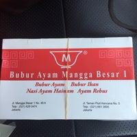 Photo taken at Bubur Ayam Mangga Besar 1 by Hendro K. on 3/24/2016