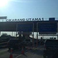 Photo taken at Gerbang Tol Cikarang Utama by Rinsil B. on 9/2/2015