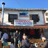 Photo taken at Dobro Doşli Rumeli Koftecisi by TC Banu E. on 10/29/2016