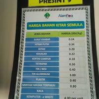 Photo taken at Pusat Kitar Semula Komuniti Presint 9 by 马源 on 7/7/2014