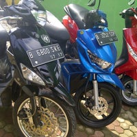 Photo taken at Piaggio Permata Hijau by Bedoel B. on 1/14/2013