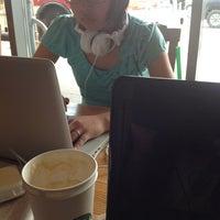 Photo taken at Starbucks by Yo-sheng C. on 7/10/2013
