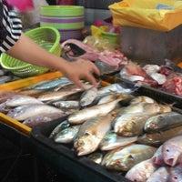 Photo taken at Pasar Malam Taman Andalas by rmdrazak j. on 12/17/2013