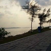 Photo taken at Pantai Lido by Akmal M. on 9/25/2012