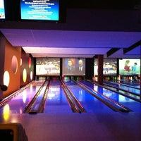 Photo taken at Bowlmor Cupertino by Chongho L. on 2/15/2013