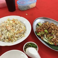 Photo taken at Restaurant Kiong Kee by Lim K. on 2/25/2016