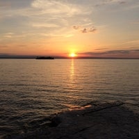 Photo taken at McKee's Island Pub & Pizza by Judy T. on 7/6/2014