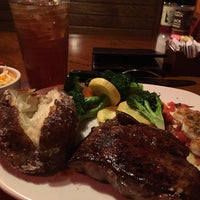 Photo taken at Outback Steakhouse by Gsel Yumi V. on 4/12/2016