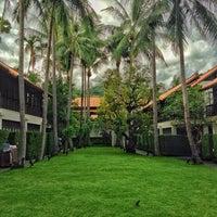 Photo taken at Le Méridien Koh Samui Resort & Spa @ Pool Bar by Joel C. on 9/25/2015