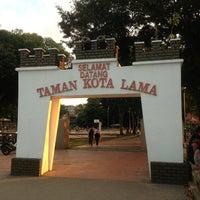 Photo taken at Esplanade (Padang Kota Lama) 舊關仔角 by Shahrul on 1/27/2013
