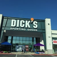 Photo taken at Dick's Sporting Goods by Victor 🌴 M. on 4/23/2016