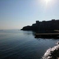 Photo taken at Arka Deniz by Oray T. on 9/27/2015